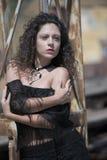 Κυρία μόδας με τις σγουρές τρίχες Στοκ Εικόνες