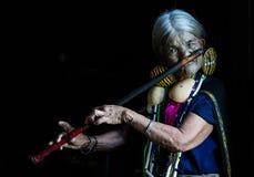 Κυρία πηγουνιών με το φλάουτό της Στοκ Φωτογραφία