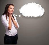 κυρία που σκέφτεται για την ομιλία σύννεφων ή τη σκεπτόμενη φυσαλίδα με το διάστημα αντιγράφων Στοκ Εικόνες