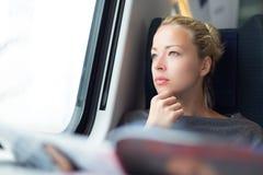 Κυρία που ταξιδεύει με το τραίνο Στοκ Εικόνα