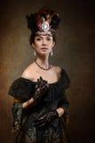 Κυρία που φορά μια κορώνα στοκ εικόνα με δικαίωμα ελεύθερης χρήσης