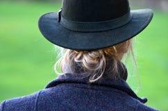 Κυρία στο καπέλο κυνηγιού Στοκ φωτογραφία με δικαίωμα ελεύθερης χρήσης