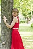 Κυρία στο κόκκινο φόρεμα Στοκ Φωτογραφίες