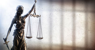 Κυρία Justice και φυλακή - ποινική δικαιοσύνη στοκ εικόνα