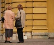 κυρίες συνομιλίας chit Στοκ Φωτογραφία