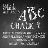 Κυριλλικά και λατινικά αλφάβητα κιμωλίας διανυσματική απεικόνιση