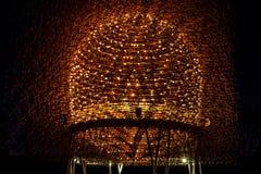Κυψέλη του φωτός και του χάλυβα που φωτίζονται τη νύχτα Στοκ Εικόνες