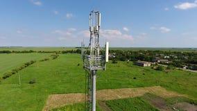 κυψελοειδής πύργος Εξοπλισμός για το κυψελοειδές και κινητό σήμα απόθεμα βίντεο