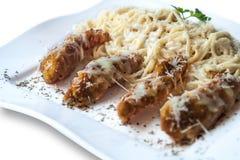 Κυλημένο κρέας με τις τηγανιτές πατάτες Στοκ Εικόνα