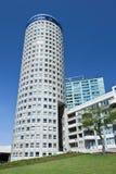 Κυλινδρικό διαμορφωμένο κέντρο πόλεων πολυκατοικίας, Χάγη, Κάτω Χώρες Στοκ φωτογραφία με δικαίωμα ελεύθερης χρήσης