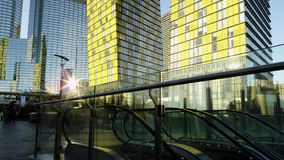 Κυλιόμενη σκάλα και ουρανοξύστες στις ΗΠΑ απόθεμα βίντεο