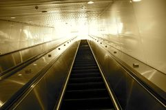 Κυλιόμενη σκάλα που πηγαίνει στον ουρανό Στοκ φωτογραφία με δικαίωμα ελεύθερης χρήσης