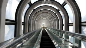 Κυλιόμενη σκάλα στο κτήριο ουρανού Umeda απόθεμα βίντεο