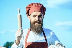 Κυλώντας καρφίτσα εκμετάλλευσης μαγείρων ατόμων Στοκ Εικόνα