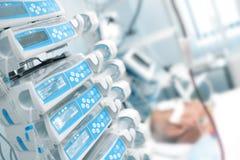 Κωματώδης ασθενής στην κρίσιμη μονάδα προσοχής Στοκ φωτογραφίες με δικαίωμα ελεύθερης χρήσης