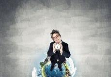 Κωμικός επιχειρηματίας στα κόκκινα γυαλιά Στοκ εικόνα με δικαίωμα ελεύθερης χρήσης