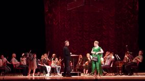 Κωμικός διευθυντής θεάτρων οπερών απόθεμα βίντεο