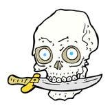 κωμικό κρανίο πειρατών κινούμενων σχεδίων με το μαχαίρι στα δόντια Στοκ φωτογραφία με δικαίωμα ελεύθερης χρήσης