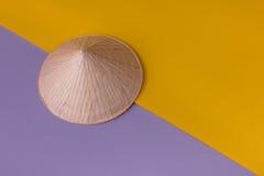 Κωνικό καπέλο στο ζωηρό υπόβαθρο Στοκ εικόνα με δικαίωμα ελεύθερης χρήσης