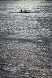 Κωπηλασία δύο ανθρώπων Στοκ Εικόνες