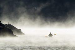 Κωπηλασία σε ένα πρωί αρχές Δεκεμβρίου στοκ φωτογραφία με δικαίωμα ελεύθερης χρήσης