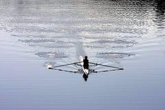 Κωπηλατώντας στον ποταμό Arno στη Φλωρεντία, Ιταλία Στοκ Φωτογραφίες