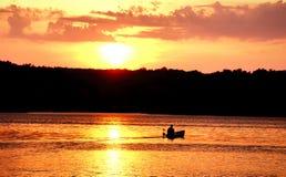 Κωπηλασία ηλιοβασιλέματος Στοκ εικόνα με δικαίωμα ελεύθερης χρήσης