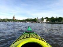 Κωπηλασία σε κανό θερινών καγιάκ Στοκ φωτογραφίες με δικαίωμα ελεύθερης χρήσης