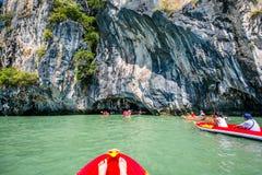 Κωπηλασία σε κανό Koh στο νησί της Hong Στοκ εικόνες με δικαίωμα ελεύθερης χρήσης