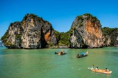Κωπηλασία σε κανό Koh στο νησί της Hong στοκ εικόνα
