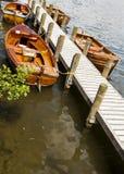 Κωπηλατώντας τις βάρκες που δένονται σε Boweness σε Windermere, λίμνη Windermere Στοκ Εικόνες