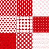 Κόκκινα άνευ ραφής σχέδια σημείων Πόλκα Στοκ εικόνες με δικαίωμα ελεύθερης χρήσης