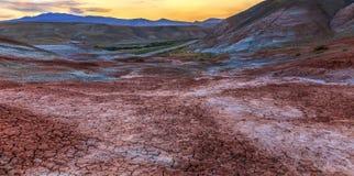 Κόκκινα βουνά σε Xizi φλυάρων Στοκ φωτογραφία με δικαίωμα ελεύθερης χρήσης