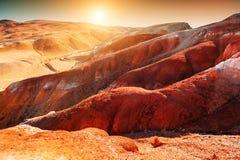 Κόκκινα βουνά στην κοιλάδα kyzyl-πηγουνιών, Altai, Σιβηρία, Ρωσία στοκ εικόνες με δικαίωμα ελεύθερης χρήσης
