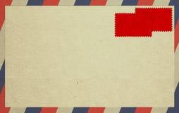 κόκκινα γραμματόσημα φακέλων στοκ εικόνες