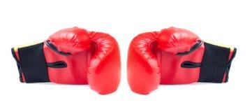 Κόκκινα εγκιβωτίζοντας γάντια Στοκ φωτογραφίες με δικαίωμα ελεύθερης χρήσης