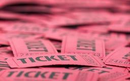 κόκκινα εισιτήρια κινηματογραφήσεων σε πρώτο πλάνο Στοκ Εικόνες
