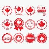 Κόκκινα εμβλήματα σημαιών του Καναδά, γραμματόσημα και στοιχεία σχεδίου καθορισμένα Στοκ Εικόνες