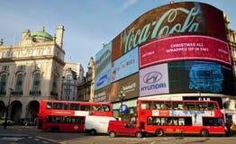 Κόκκινα λεωφορεία του Λονδίνου τσίρκων Piccadilly Στοκ εικόνα με δικαίωμα ελεύθερης χρήσης