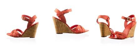 Κόκκινα θηλυκά παπούτσια πέρα από το λευκό Στοκ φωτογραφία με δικαίωμα ελεύθερης χρήσης
