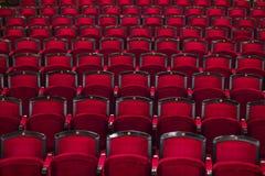 Κόκκινα καθίσματα στον κινηματογράφο Στοκ φωτογραφίες με δικαίωμα ελεύθερης χρήσης