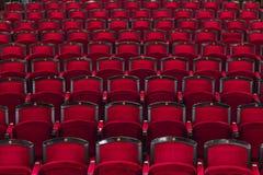 Κόκκινα καθίσματα στον κινηματογράφο Στοκ φωτογραφία με δικαίωμα ελεύθερης χρήσης