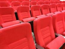 Κόκκινα καθίσματα YelloEmpty σηράγγων Στοκ Φωτογραφίες