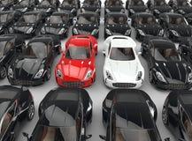 Κόκκινα και άσπρα αυτοκίνητα στάσεων έξω μεταξύ πολλών μαύρων αυτοκινήτων Στοκ Εικόνες