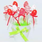 Κόκκινα και άσπρα διακοσμητικά αυγά Πάσχας Στοκ Εικόνες