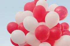 Κόκκινα και άσπρα μπαλόνια Στοκ φωτογραφία με δικαίωμα ελεύθερης χρήσης