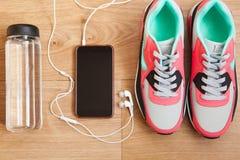 Κόκκινα και γκρίζα πάνινα παπούτσια Στοκ Εικόνα