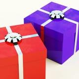 Κόκκινα και μπλε κιβώτια δώρων με τις ασημένιες κορδέλλες ελεύθερη απεικόνιση δικαιώματος