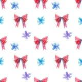 Κόκκινα και μπλε τόξα, sucker στροβίλου lollipop με το άνευ ραφής σχέδιο καρδιών απεικόνιση αποθεμάτων