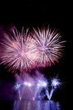 Κόκκινα και μπλε πυροτεχνήματα Στοκ εικόνα με δικαίωμα ελεύθερης χρήσης